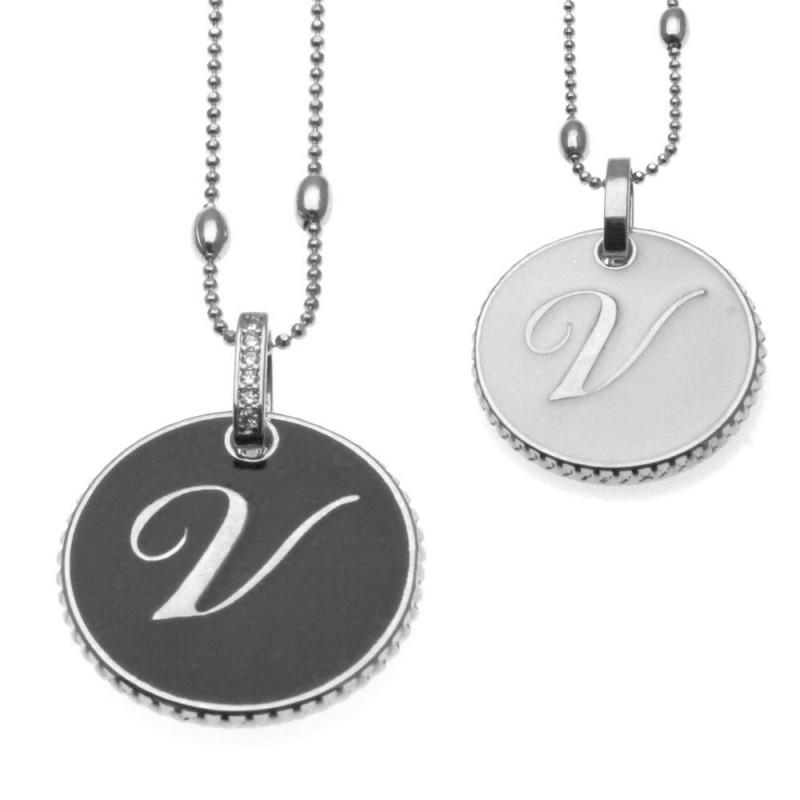collana con lettera v in bronzo e smalto
